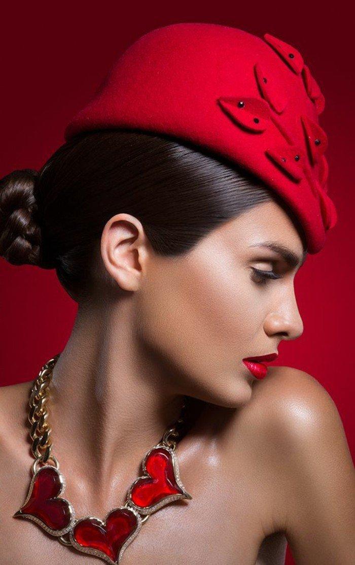 belle-femme-marque-de-casquette-accessoiriser-bien-vos-tenues-élégantes