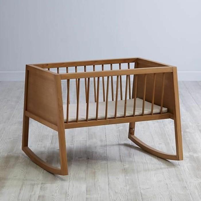 berceau-bebe-pas-cher-en-bois-foncé-sol-en-planchers-gris-nos-idees-pour-la-chambre-bebe