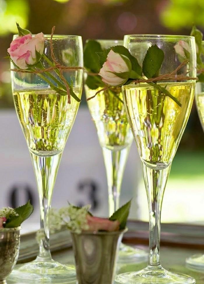 blida-verre-flutes-ou-coupe-a-champagne-ambiance-déco-avec-rose