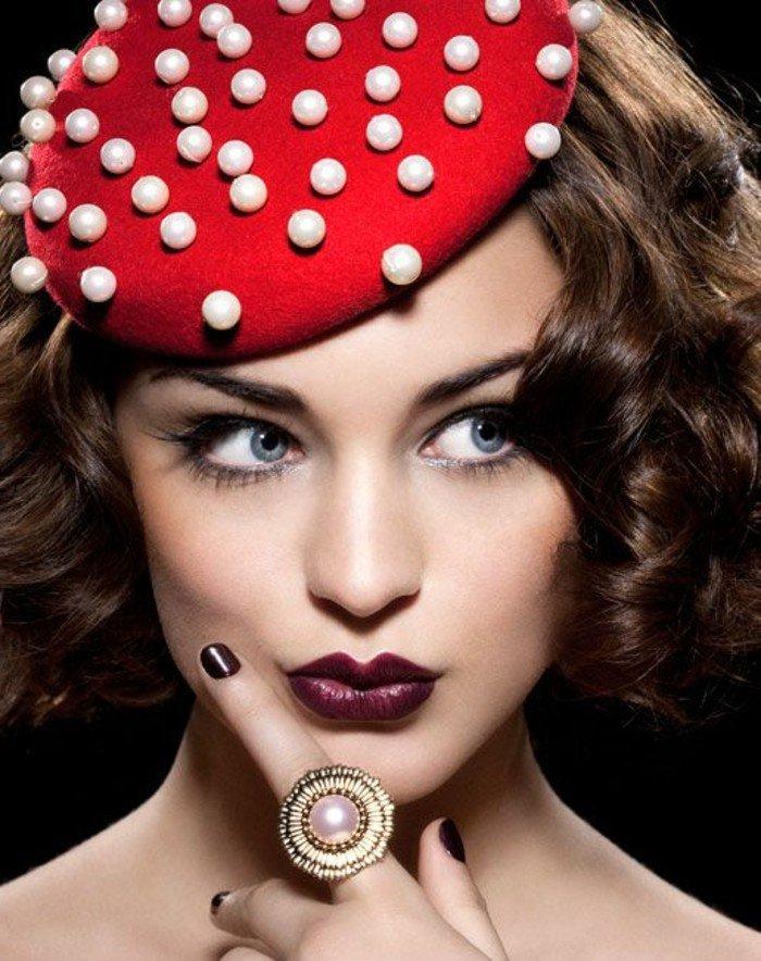 bob-chapeau-couleur-bordeau-tenue-à-porter-avec-acessoires-belle-femme