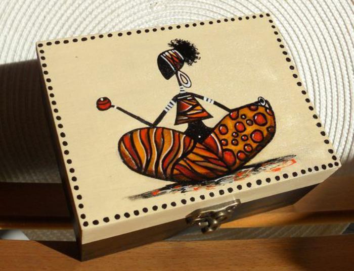 boite-à-bijoux-en-bois-avec-dessin-ethnique