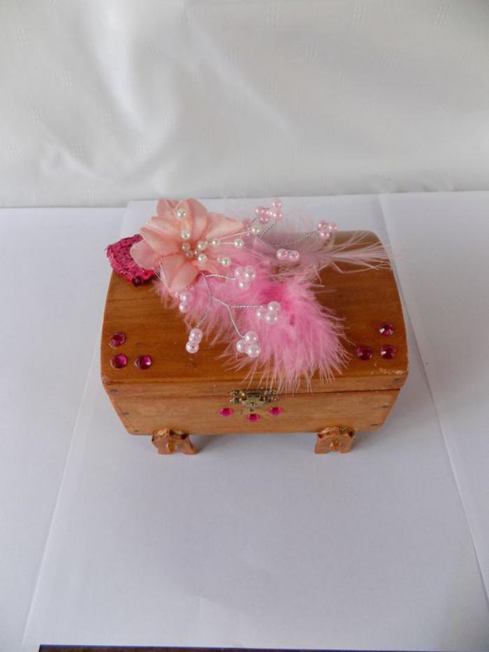 comment fabriquer une boite a bijoux en bois maison design. Black Bedroom Furniture Sets. Home Design Ideas
