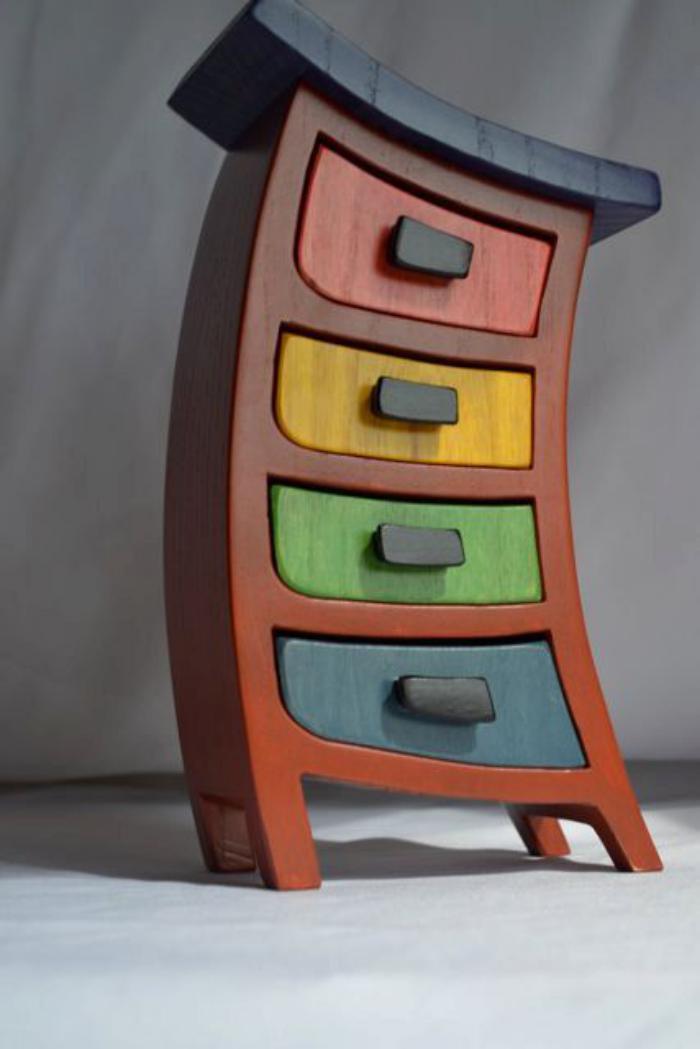 boite-à-bijoux-en-bois-tiroirs-colorés