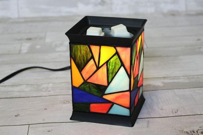 brûle-parfum-électrique-design-vitres-colorées