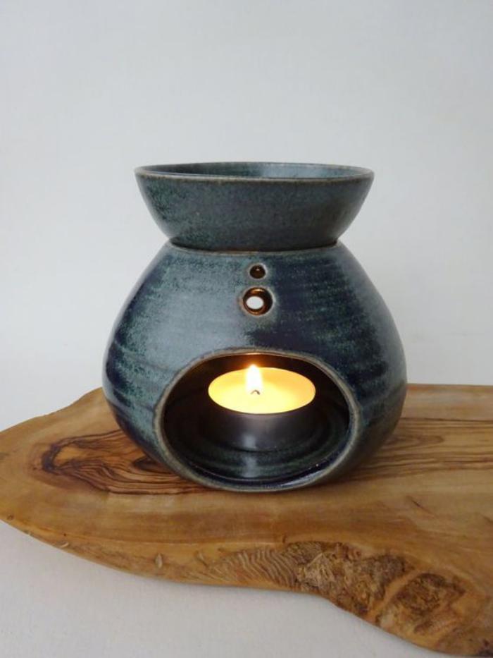 brûle-parfum-noir-aromatisation-de-l'atmosphère