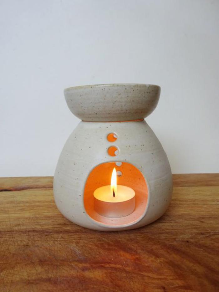 brûle-parfum-pour-créer-une-atmosphère-jolie-et-agréable