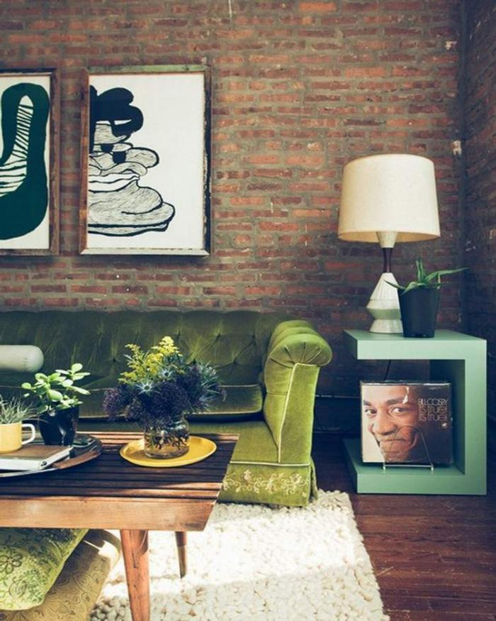 briques-de-parement-salon-esprit-vintage-peintures-abstraites