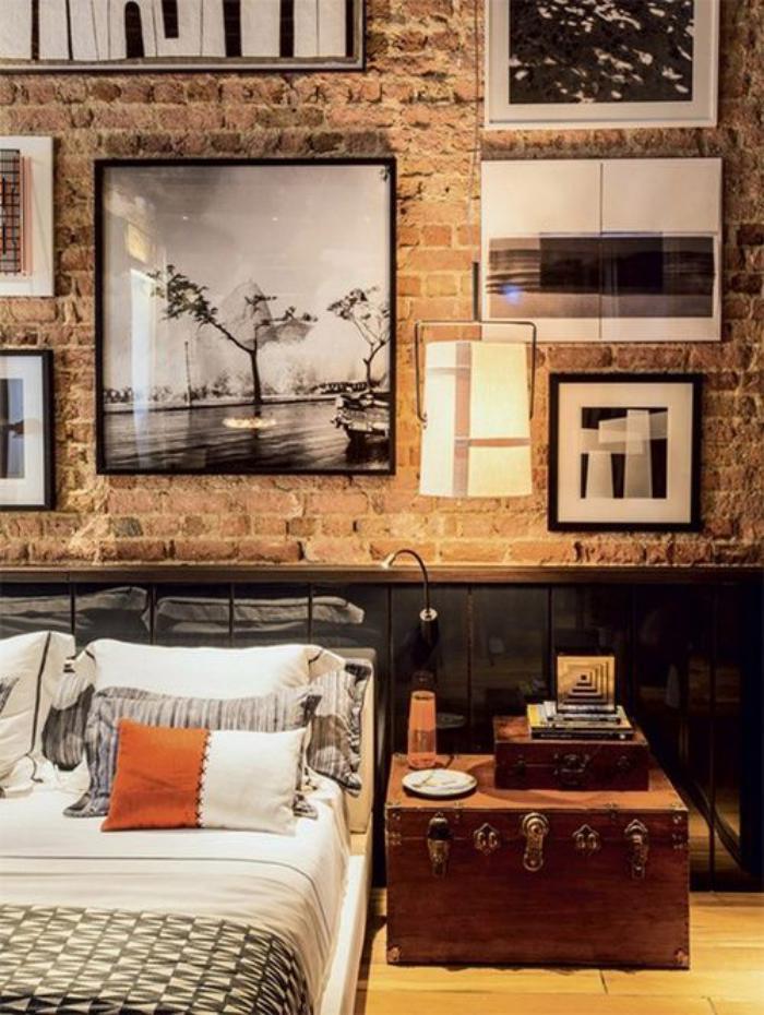 briques-de-parement-valise-ancienne-comme-table-photographies-encadrées