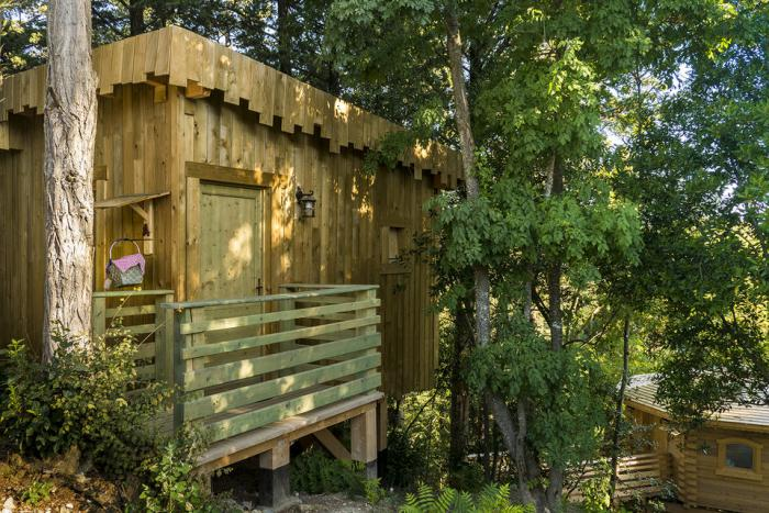 cabane-dans-les-bois-Villalier-cabanes-design-unique