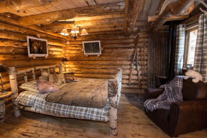 cabane-dans-les-bois-intérieur-de-cabane-déco-bois
