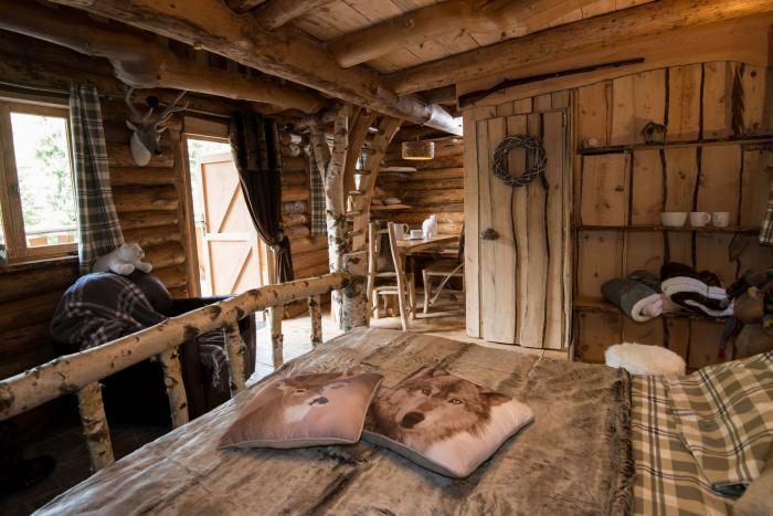 l 39 aventure de s journer dans une cabane dans les bois. Black Bedroom Furniture Sets. Home Design Ideas