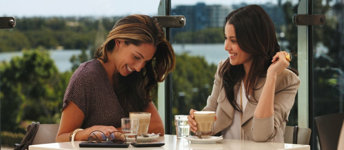 caffe-idée-quelle-boisson-chaud-choisir-latte-macchiato-café-amies-jolies