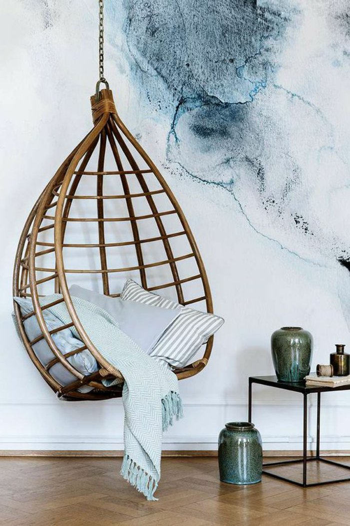 chaise-deco-avec-balanceoir-intérieur-design-fauteuil-rotin-vintage-cool-idée-aménagement-salon