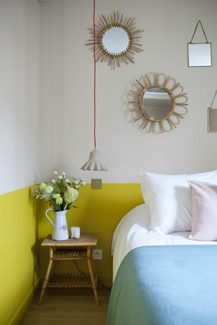 chambre-a-coucher-mur-doublecouleur-peindre-une-pièce-en-deux-couleurs-blanc-jaune