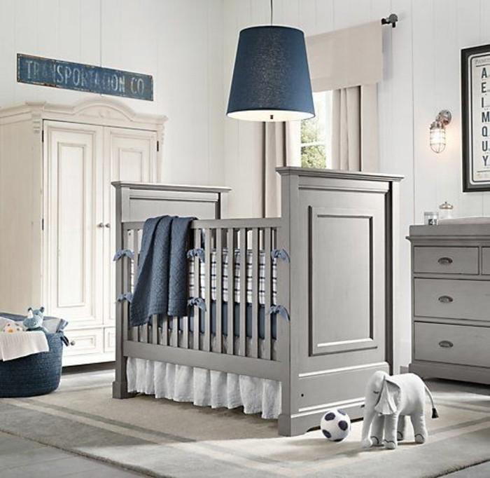 chambre-bebe-garcon-en-gris-et-bleu-parure-de-lit-bebe-pour-le-lit-bebe-en-bois-gris