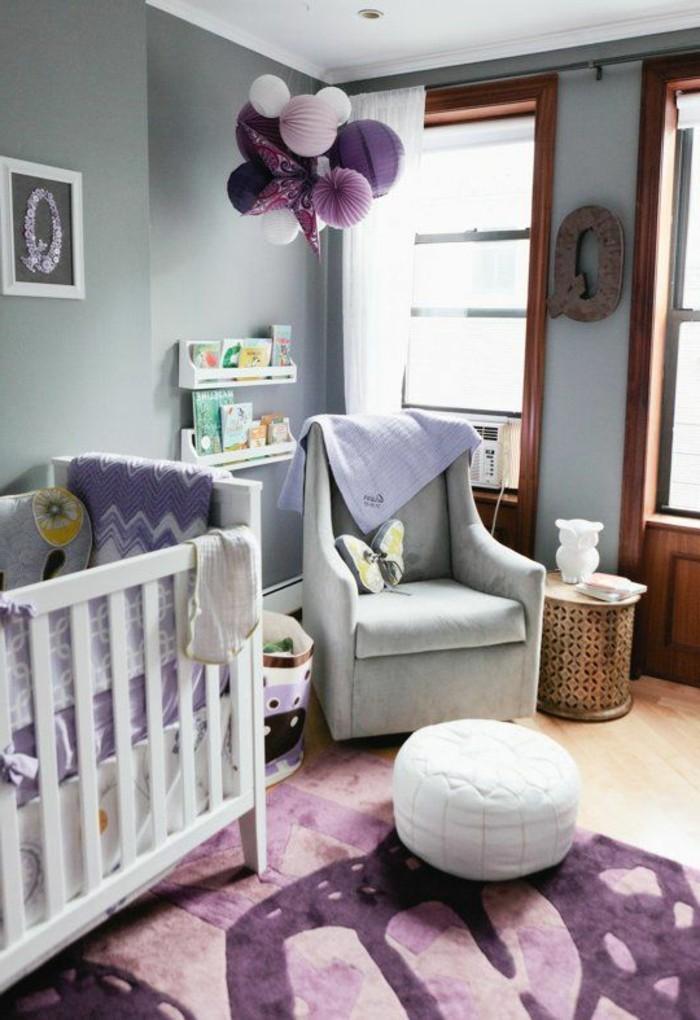 chambre-bebe-violette-pour-votre-bebe-fille-ou-garcon-murs-gris-chambre-bebe