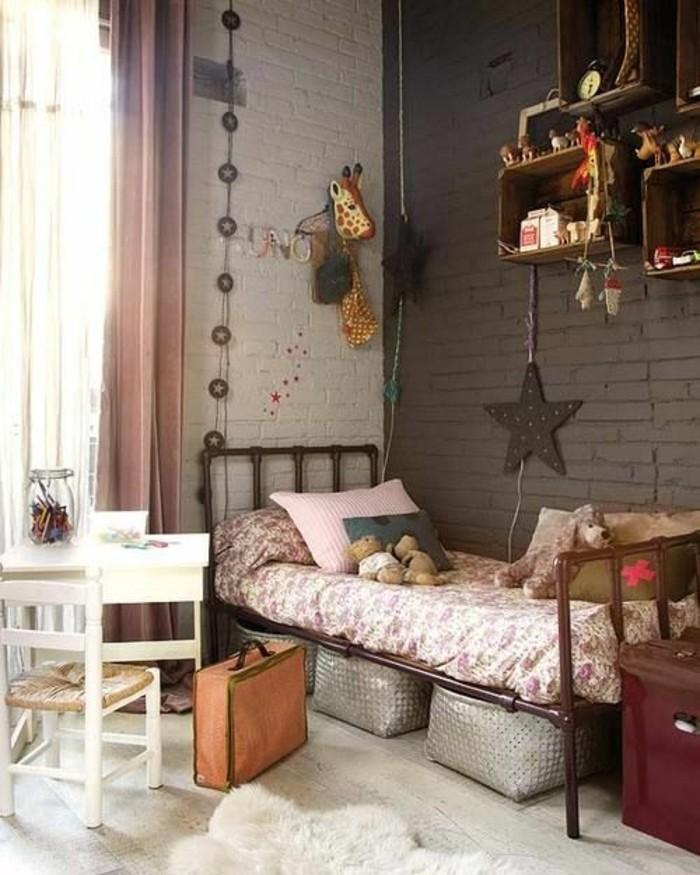chambre-d-enfant-murs-foncés-meubles-d-enfant-retro-chic-comment-marier-les-couleurs-chambre-d-enfant
