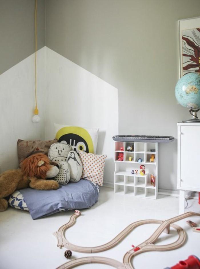 chambre-d-enfant-peintures-muraux-claires-meubles-d-enfant-chambre-enfant