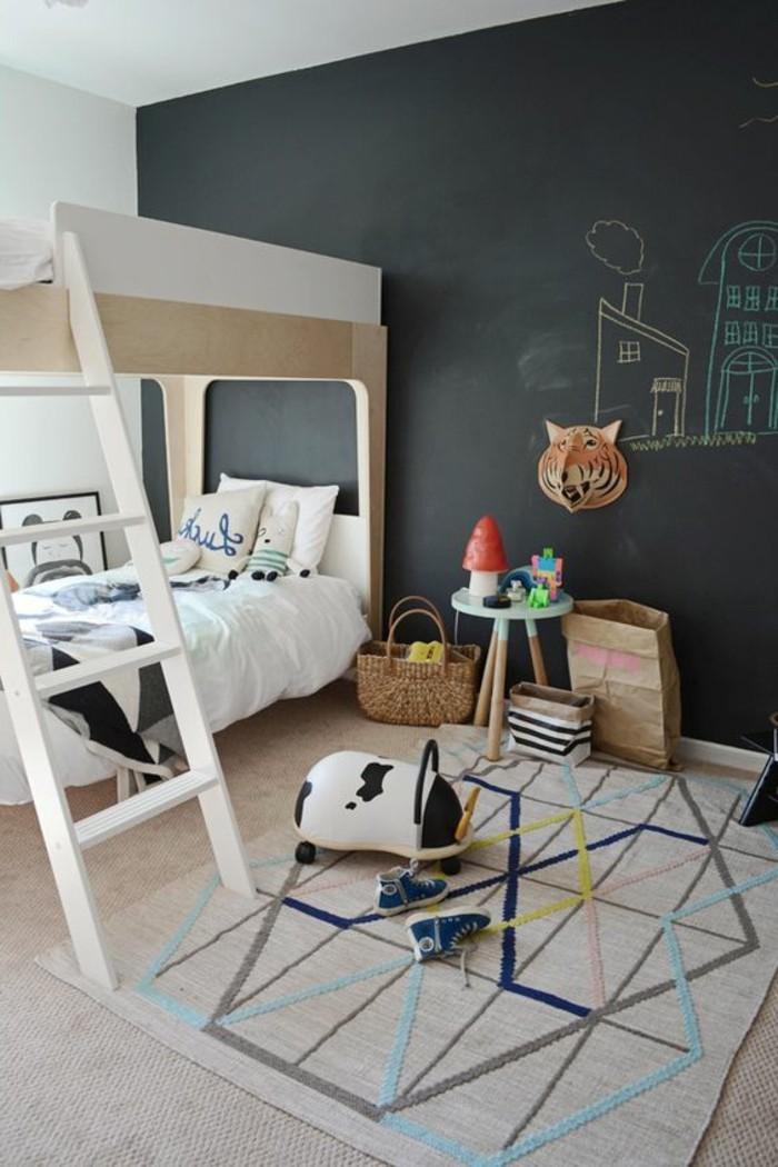 chambre-enfant-double-couleurs-sol-lit-mezzanine-tapis-coloré-sol-beige