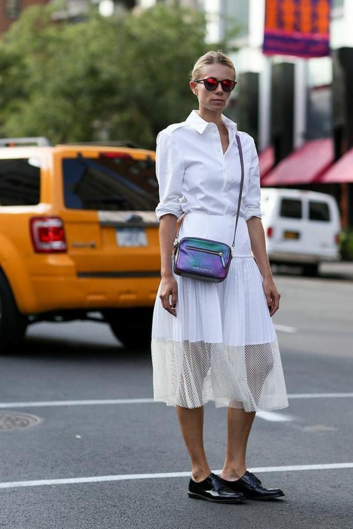 chaussures-femme-noires-en-cuir-tendances-mode-feme-jupe-mi-courte-mi=longue