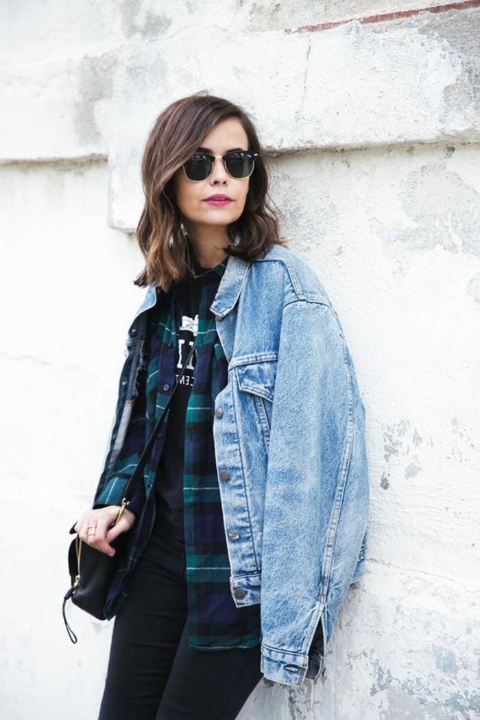 chemise-femme-moderne-aux-carreux-lunettes-de-soleil-noires-femme