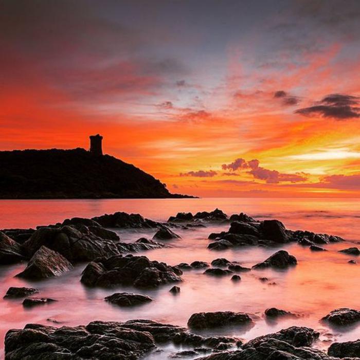 circuit-en-corse-paysage-romantique-au-coucher-du-soleil