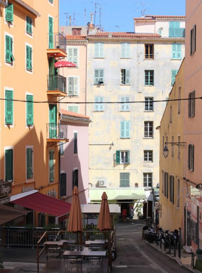 circuit-en-corse-visiter-les-rues-de-la-Corse