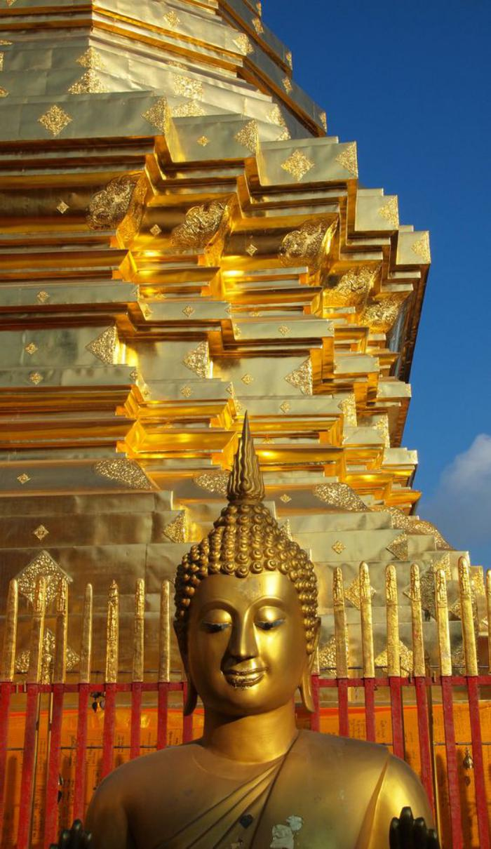 circuit-en-thailande-temple-doré-phénoménal
