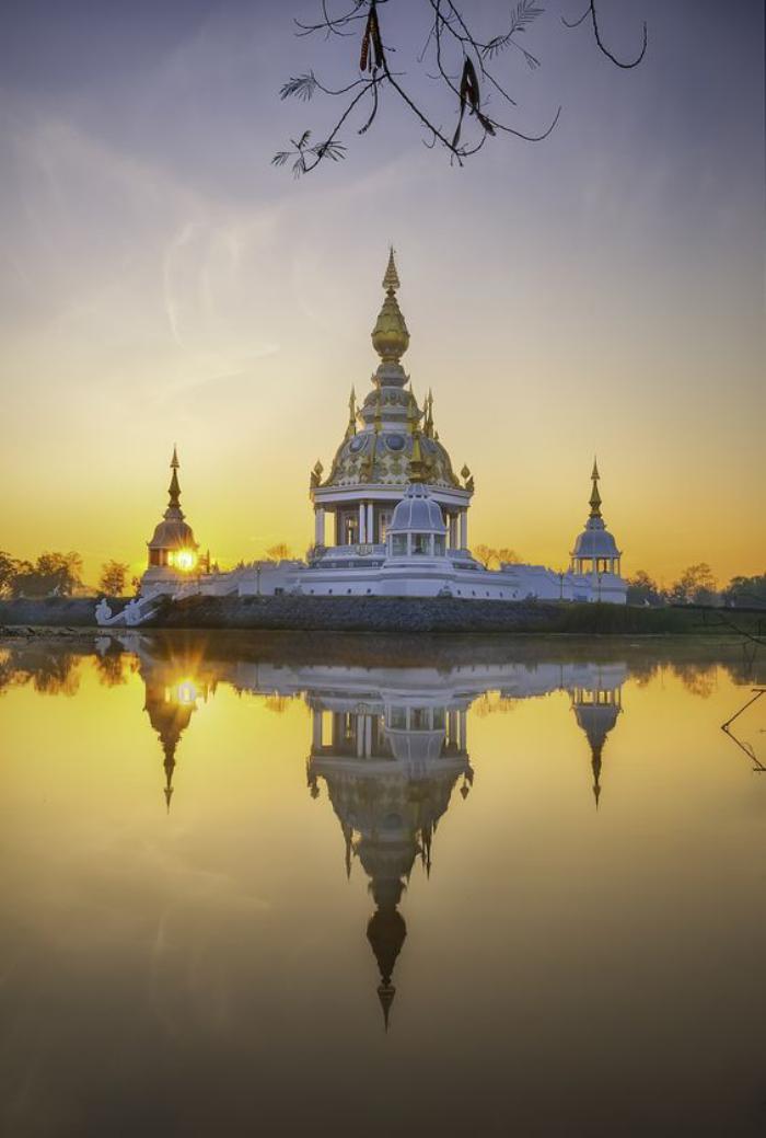 circuit-en-thailande-temple-blanc-et-doré-en-Thailande