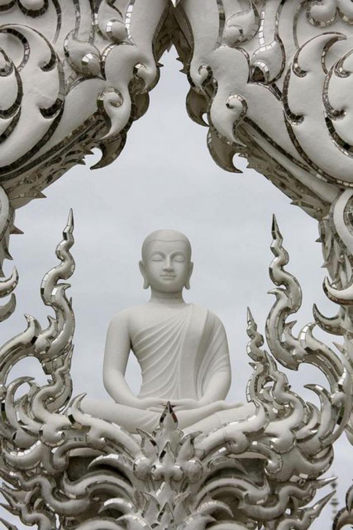 circuit-en-thailande-voir-le-teple-blanc-en-thailande
