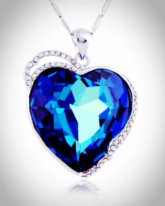 collier-coeur-Swarovski-pour-la-bien-aimee-resized
