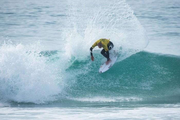 combinaison-neoprene-combinaison-surf-soldes-sur-la-plage-belle-la-mer-combinaison-néoprène-combinaison-voile-cagoule-surf
