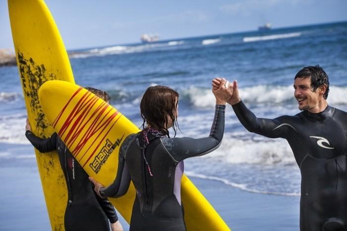 combinaison-neoprene-combinaison-surf-soldes-sur-la-plage-belle-la-mer-combinaison-surf-hiver