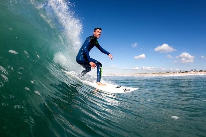 combinaison-neoprene-combinaison-surf-soldes-sur-la-plage-belle-la-mer-les-combinaisons-surf-onde