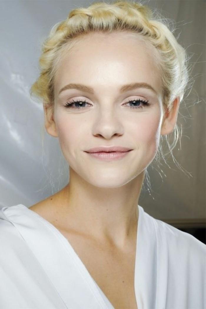 comment-agrandir-les-yeux-nos-idees-en-photos-cheveux-blonds-pour-les-femmes