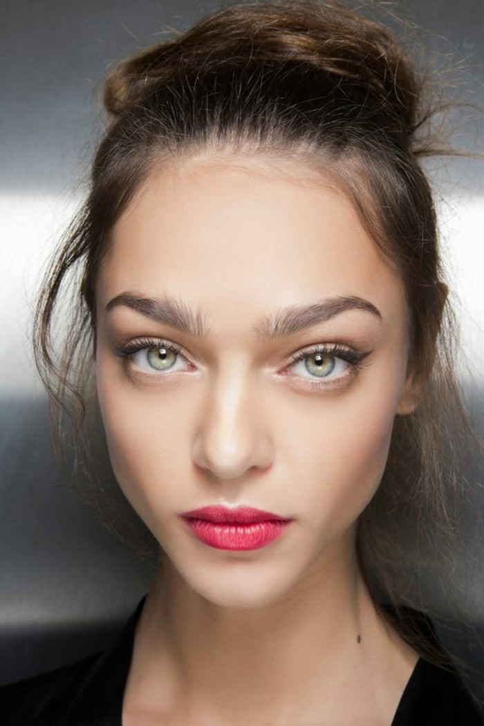 comment-agrandir-les-yeux-verts-cheveux-marrons-nos-idees-diy-maquillage