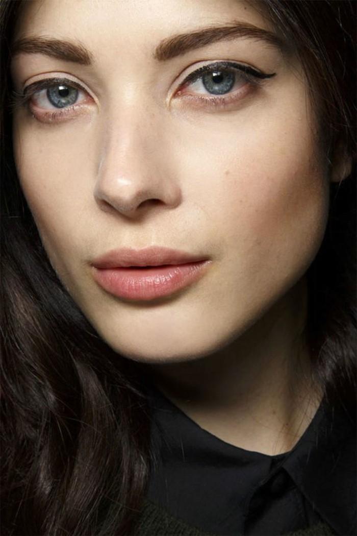 comment-maquiller-les-yeux-pour-les-agrandir-yeux-bleus-maquillage-femme