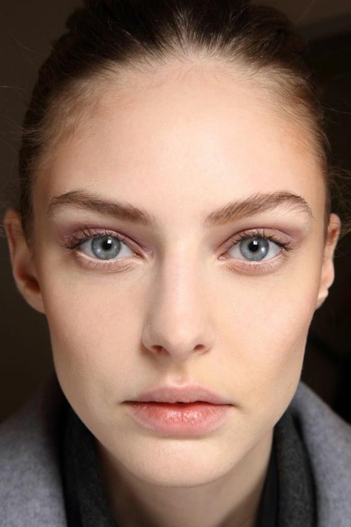 comment-se-maquiller-apprendre-comment-maquiller-les-yeux-bleus