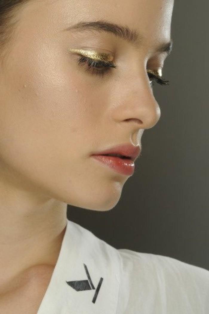 comment-se-maquiller-les-yeux-quel-maquillage-pour-agrandir-les-yeux-maquillage-en-or