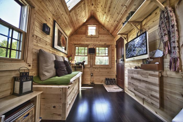 construire-sa-maison-container-intérieur-avec-bois-de-palette