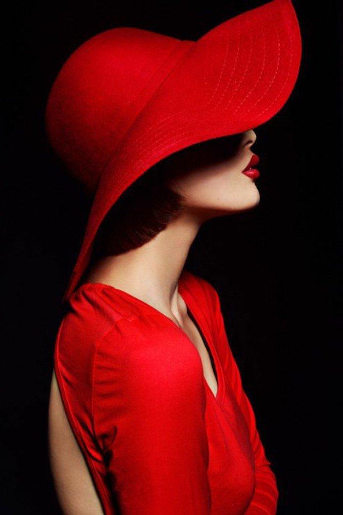 cool-bob-chapeau-couleur-bordeau-tenue-à-porter-avec-acessoires