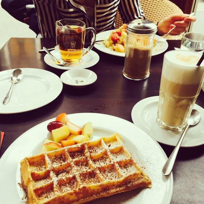 cool-idée-quelle-boisson-chaud-choisir-latte-macchiato-café-déjeuner-gofrette