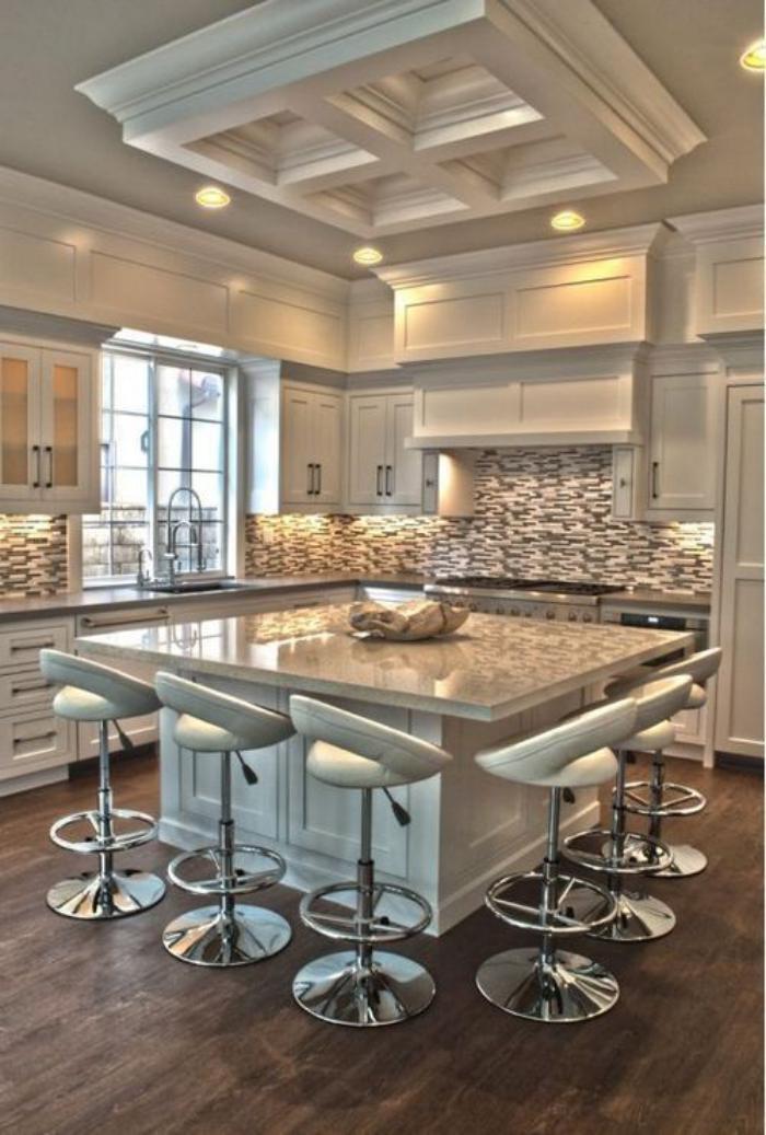 cuisine-avec-ilot-cuisine-en-couleur-lumineuse-ilot-de-cuisine-carré