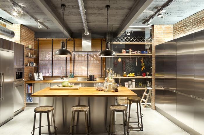 cuisine-avec-ilot-cuisine-style-industriel-tabourets-métalliques