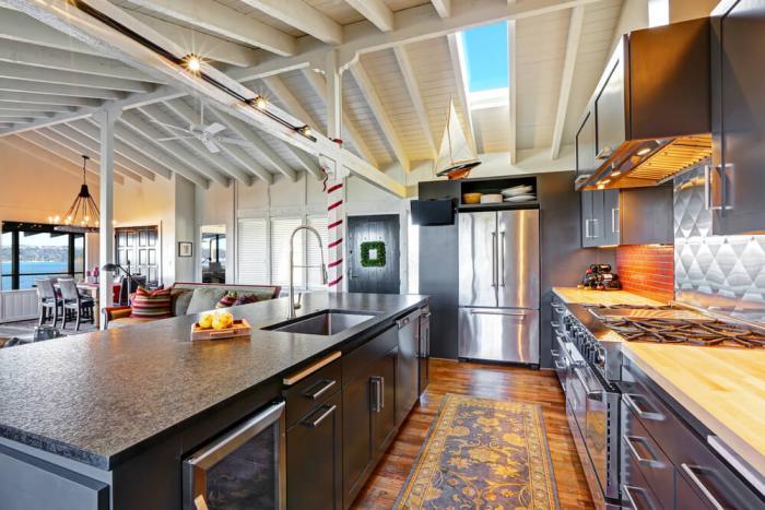 cuisine-avec-ilot-grand-ilot-central-dans-une-cuisine-à-plan-ouvert
