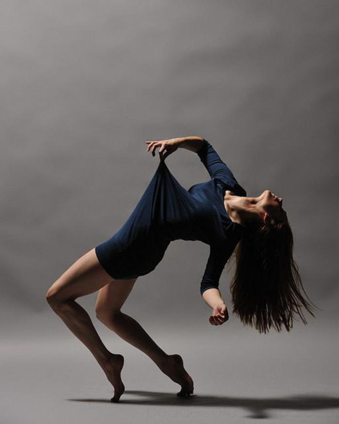danse-contemporaine-force-et-souplesse