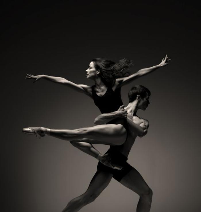 danse-contemporaine-joli-couple-en-danse