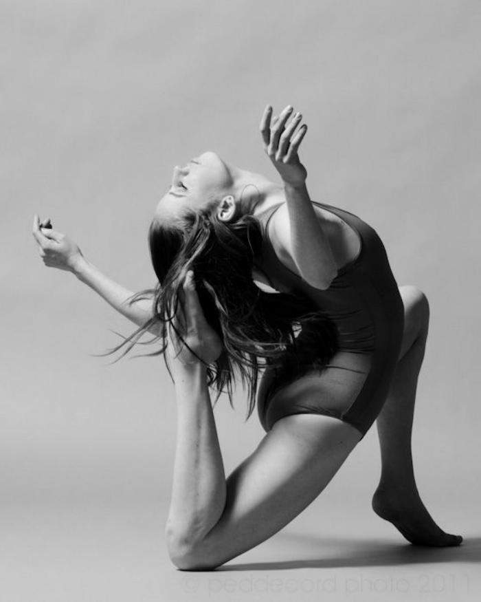 danse-contemporaine-jolie-photographie-de-danseuse-de-danse
