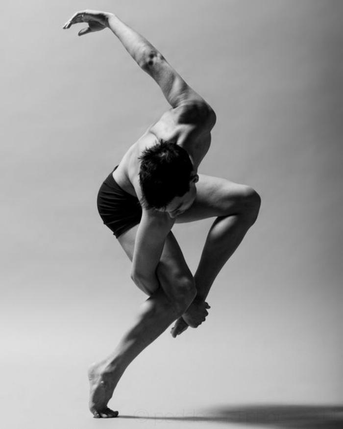 danse-contemporaine-jolie-posture-de-danseur