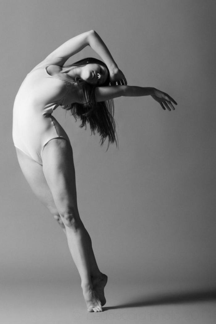 danse-contemporaine-mouvement-gracieux